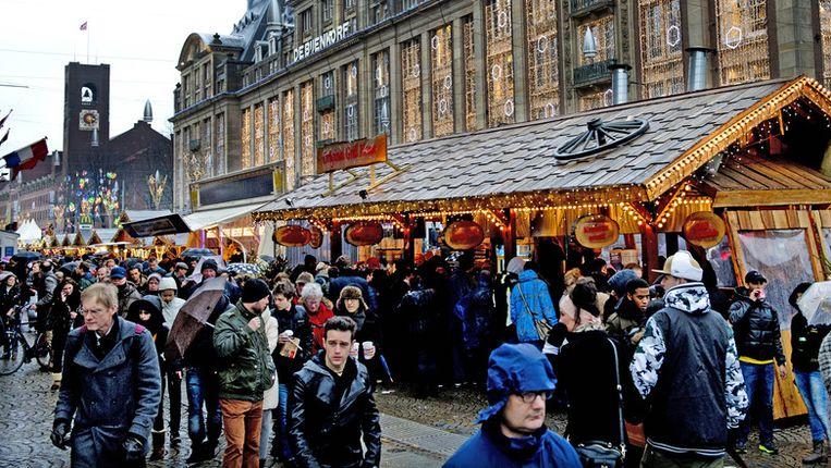 De kerstmarkt op het Damrak Beeld anp