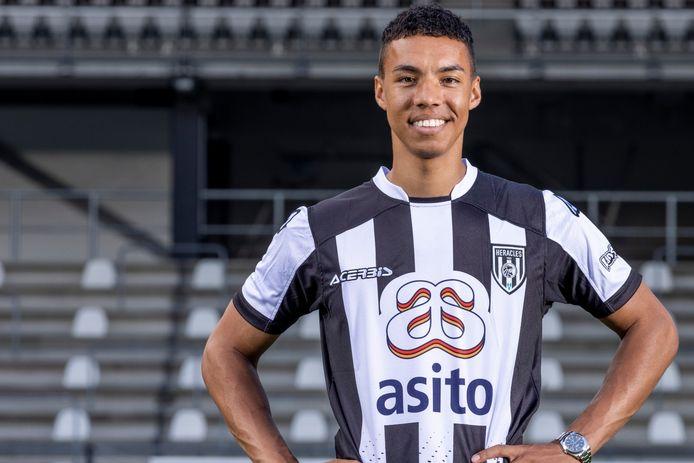 Ruben Roosken in het shirt van zijn nieuwe club Heracles Almelo.