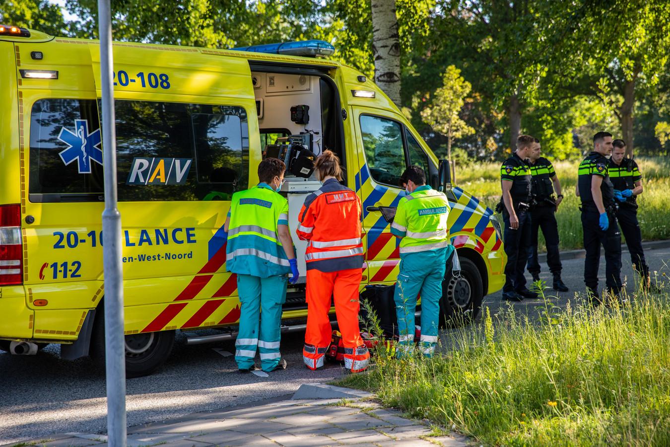 Fietser zwaargewond na ongeluk met auto op kruising in Roosendaal.