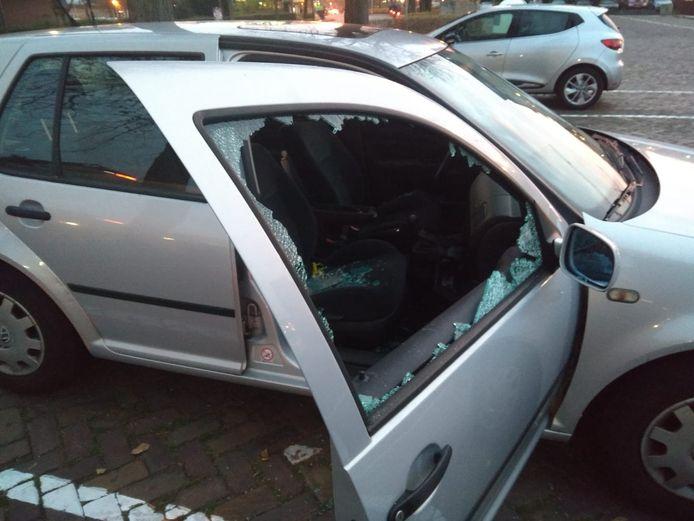 Zo trof Esther de Vries woensdagochtend haar auto aan op de Schuttevaerkade.