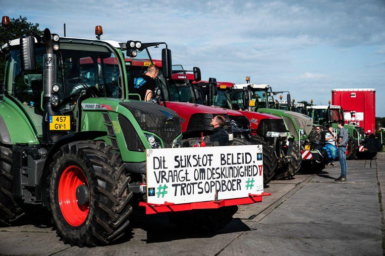 Boeren verzamelen met hun tractoren om gezamenlijk naar Den Bosch te rijden. Zowel op het Malieveld in Den Haag als bij de provinciehuizen in Assen, Arnhem, Zwolle en Den Bosch zijn vandaag acties gepland. Beeld ANP