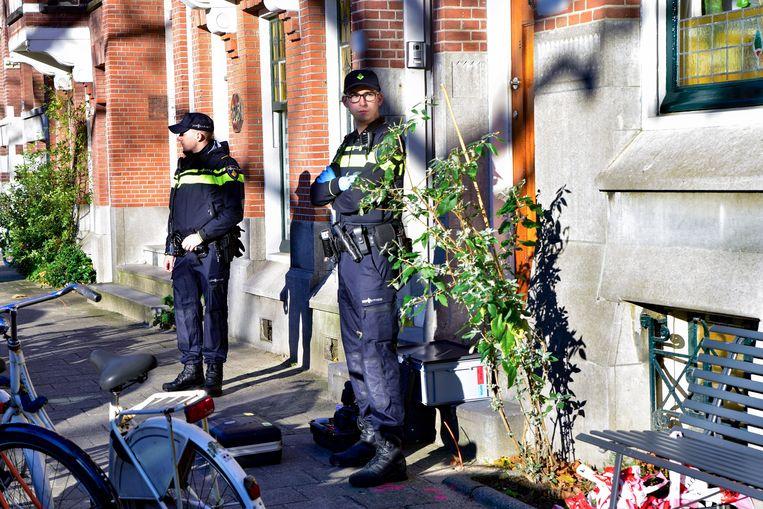 Agenten bewaakten na het incident enige tijd de woning van Van Leer. Beeld MediaTV