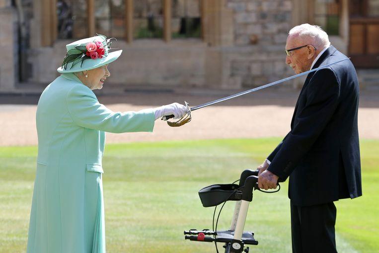 Thomas Moore (100) en de Queen (94). Beeld Photo News