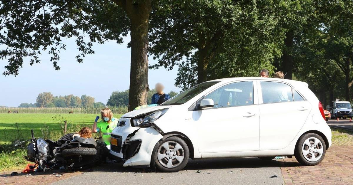 Scooterrijder gewond door botsing met auto op N65 bij Helvoirt.