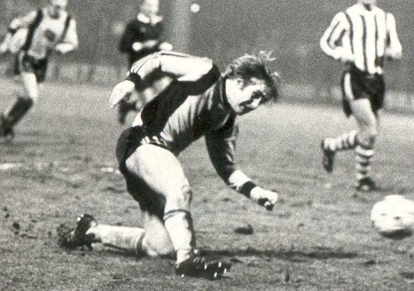 Ton Lokhoff in februari 1980 in actie voor NAC tegen Sparta.