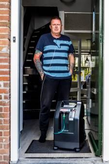 Danny (52) zit thuis aan de zuurstof: 'Blij dat mijn ziekenhuisbed vrij is voor iemand anders'