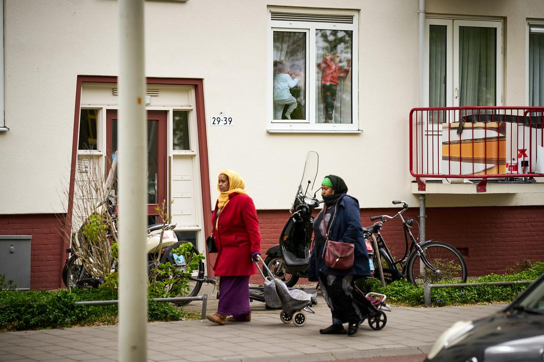 Moerwijk, een Haagse buurt met veel sociale huurwoningen. Die zijn meer en meer uitsluitend bestemd voor mensen met weinig geld. 'Bij ongewijzigd beleid kunnen er getto's ontstaan.'