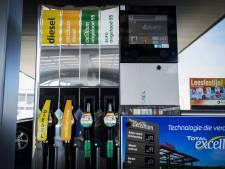 Tien tankstations gaan brandstofprijs niet alleen meer per liter tonen