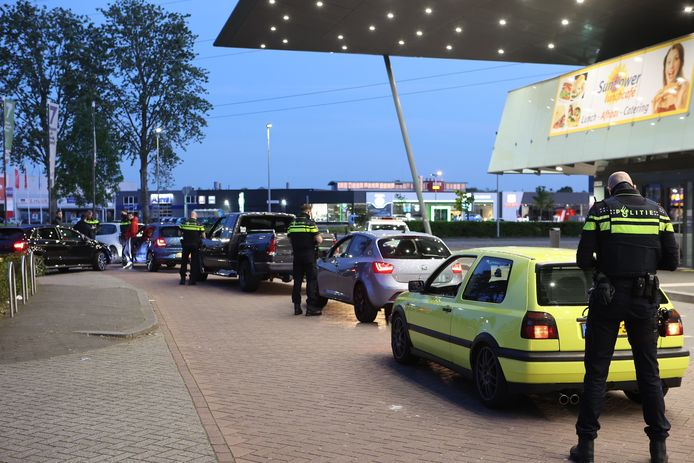 Tientallen boetes gegeven bij carmeeting Den Bosch.