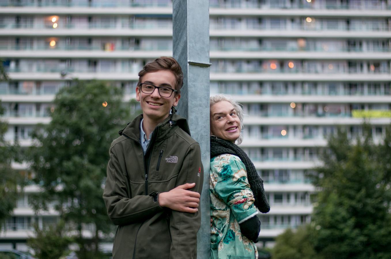 Mauro Pauwels en zijn mama July Vaerewyck.