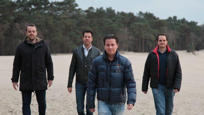 Jasper, Edgar, Charlie en Jorrit (vanaf links) op de plek waar het zaterdag gaat gebeuren: het Henschotermeer.