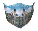 Het mondkapje ontworpen door Marion Janssen-Quaadvliet uit Vught met een afbeelding van het witte raadhuis Leeuwenstein.