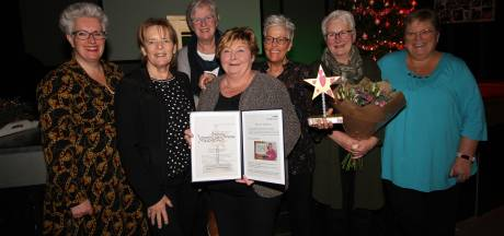 Team van Vrijwilligerswerk Veldhoven krijgt gemeentelijke Ster