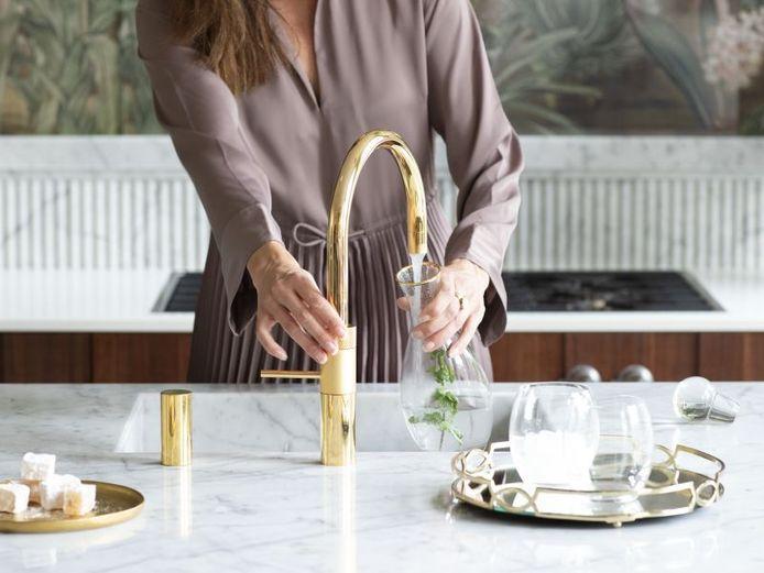 Naast zwart, zijn koper en goud ook populaire accentkleuren die we vaker terugzien in de keuken.