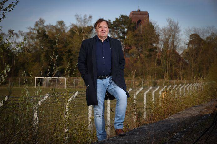 Ex-doelman Jean-Pierre Gerets aan het het oude voetbalterrein langs de Kastanjelaan, waar hij vele mooie momenten beleefde.