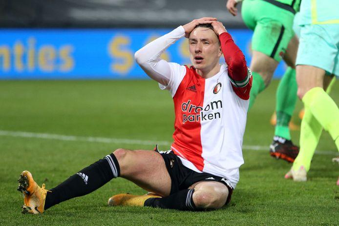 Feyenoord-captain Steven Berghuis baalt na een gemiste kans op de 3-3.