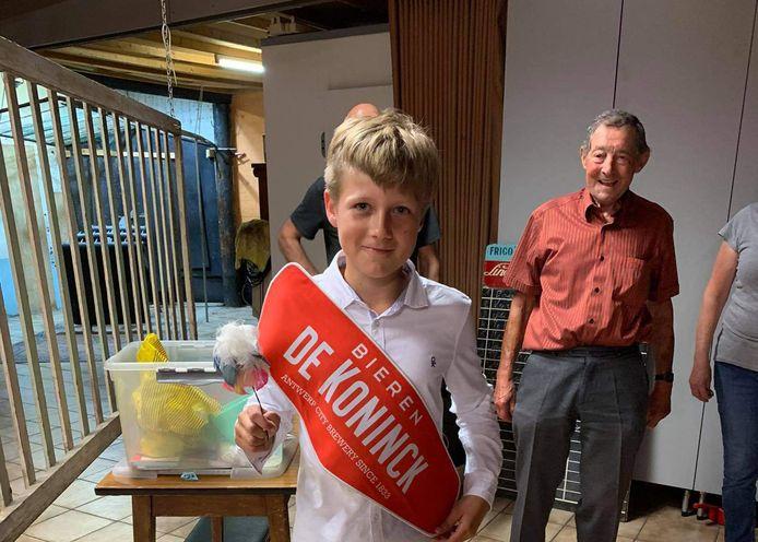 Opa Leo Plaetinck is alvast trots op kleinzoon Arne De Rop, die de hoofdvogel wist af te schieten.