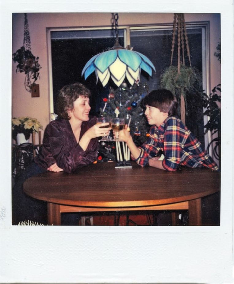 Mama Virginia Grohl en zoon Dave klinken op een succesvolle toekomst. Beeld RV Courtesy of Virginia Grohl