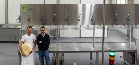 Nieuwerwets uit Knegsel: koeienboer Wilco stapt in de innovatieve kaasmakerij (met laboratorium)