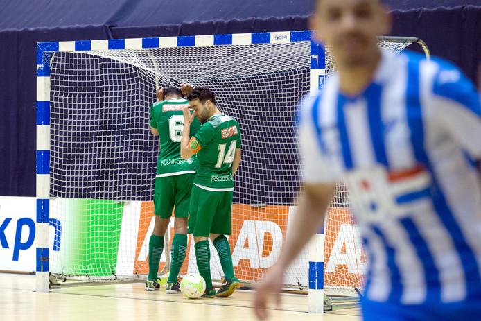 Hoessein Bouzambou en Josimar Pattinama (6) treuren nadat Mouhcine Zerouali (rechts) de 5-0 op het scorebord heeft gezet.