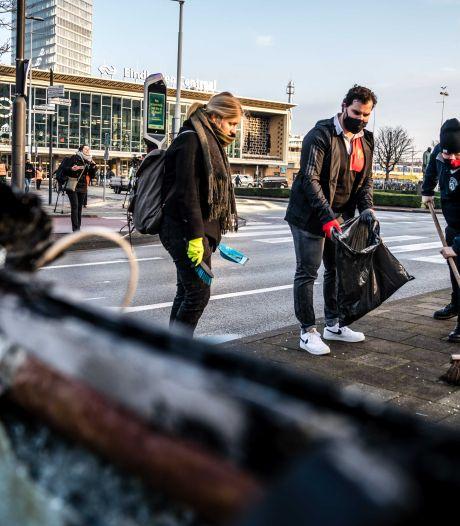 Anonieme gever trakteert vrijwilligers opruimactie stationshal Eindhoven op lekkere maaltijd
