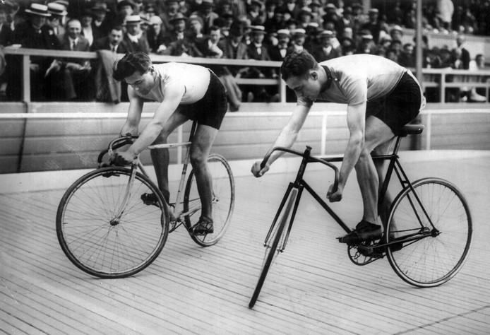 Toine Mazairac (r) en Joep Meyer op het WK sprint van 1925