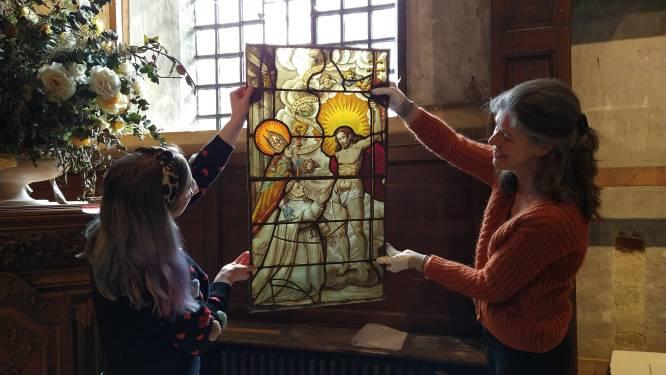 Originele 17de-eeuwse glasramen verenigd en terug thuis in Abdij van Park