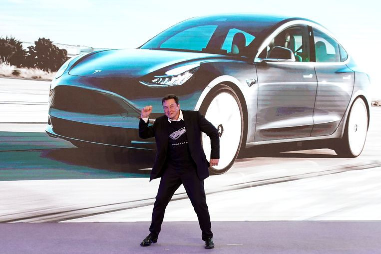 Tesla-CEO Elon Musk tijdens de presentatie van de in China gefabriceerde Model 3 in Shanghai. Beeld Reuters