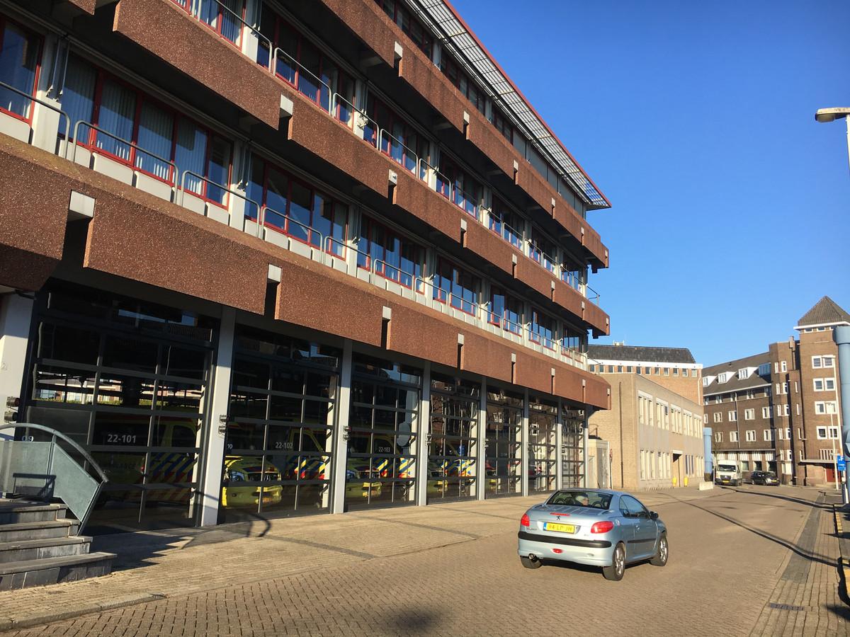 Deken Van Somerenstraat met op de voorgrond de ambulancepost. Ook die moet wijken voor woningbouwplannen.