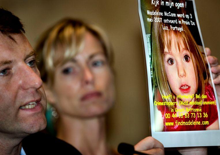 Gerry en Kate McCann in juni 2007, toen ze Nederlanders die in Portugal op vakantie waren geweest opriepen informatie te verschaffen over hun verdwenen dochtertje.