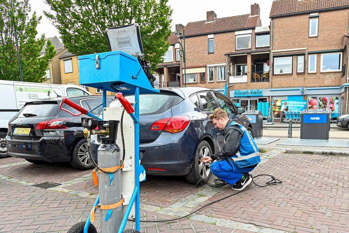 Start in de gemeente Steenbergen de actie Band op Spanning. Een actie waarbij de spanning van de banden van auto's gratis wordt gecontroleerd en zo nodig bijgepompt.
