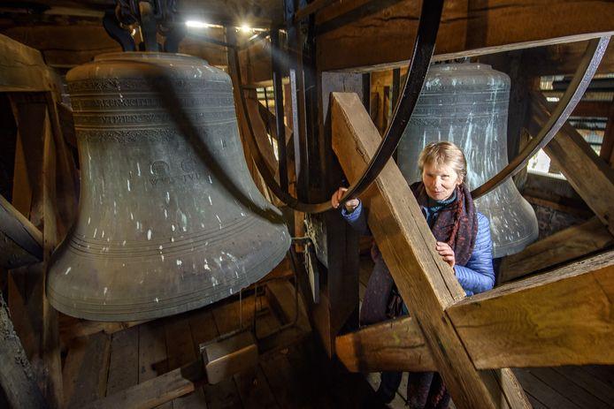 Coby Wiltink de bedenker van het plan om bij Oud en Nieuw de kerkklokken te luiden bij de klokken van de Dorpskerk in Almen.