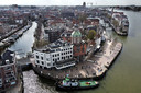 Luchtfoto van het Groothoofd in Dordrecht, met op de achtergrond de Grote Kerk en Zwijndrechtse brug.