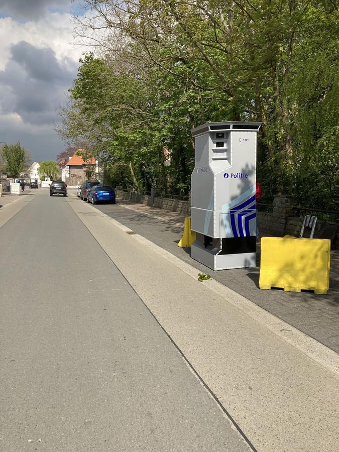 De flitspaal in de Dorpsstraat.