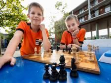 Jonge schakers Casper en Mathijs uit Best zetten ouders én computers met grootste gemak mat