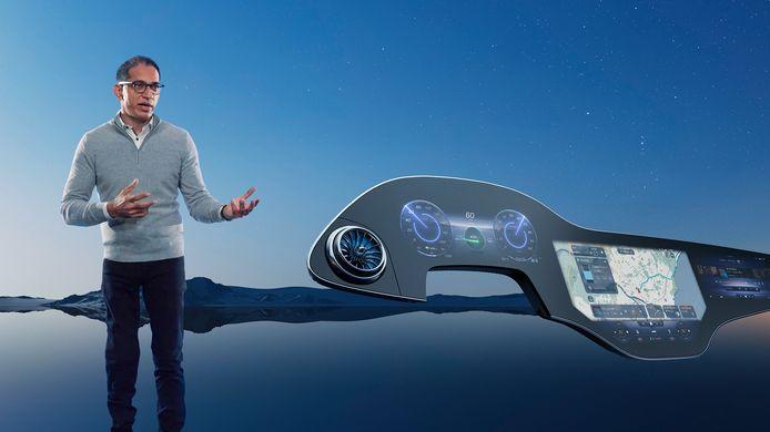 Sajjad Khan, lid van de raad van bestuur van  Mercedes-Benz en verantwoordelijk voor technologie, presenteerde het nieuwe scherm vandaag