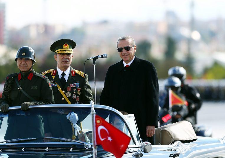 De Turkse president Tayyip Erdogan (rechts). Beeld epa