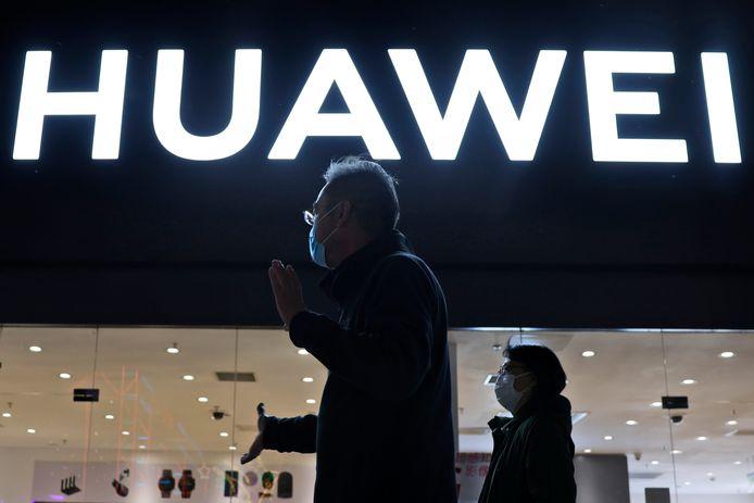 Huawei lance son propre système d'exploitation mobile HarmonyOS sur ses appareils et s'adapte ainsi à la perte de l'accès aux services mobiles de Google, il y a deux ans, après que les États-Unis ont placé la société de télécommunications chinoise sur une liste noire commerciale.