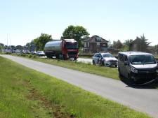 Lange file tussen Wierden en Rijssen door ongeluk