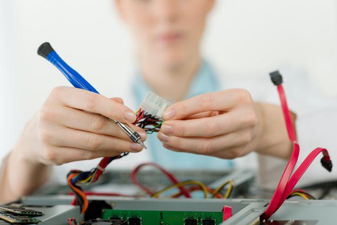 Foto ter illustratie. Veel vrouwen hebben nog nooit aan een carrière in de techniek gedacht, terwijl zij met hun vaardigheden zeer geschikte kandidaten zouden zijn.
