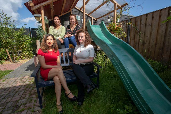 Van links achter met de klok mee: Yolima Grandas, Sally Ocana, Gabriëla Ferreira en Fabiola Ordonez helpen elkaar en anderen met hun ondernemingen via het opgerichte vrouwennetwerk.