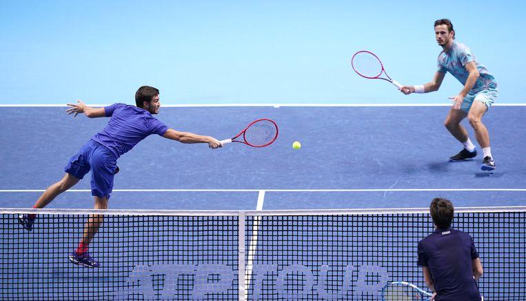 Wesley Koolhof (rechts) en zijn partner Nikola Mektic in actie tijdens de dubbelspelfinale  van de ATP Finals in Londen.   Beeld BSR Agency