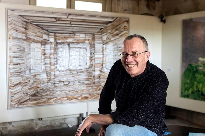 Charles Michels, die voor KunstaanZ de tentoonstelling in Brink 16 samenstelde.  ,,De collectie is bijzonder en voor Twynstra Gudde zelf is ook het aardig om er mee naar buiten te kunnen treden.''