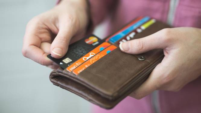 Dief doet meerdere aankopen met gestolen bankkaart van vrouw