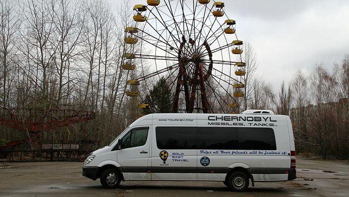 """""""Trips all your friends will be jealous of"""", peut-on lire sur le minibus du tour opérateur SoloEast Travel"""
