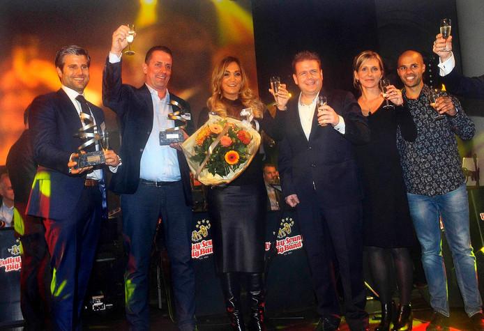 De trotse winnaars van de Roosendaal Business Awards. Foto Gerard van Offeren.