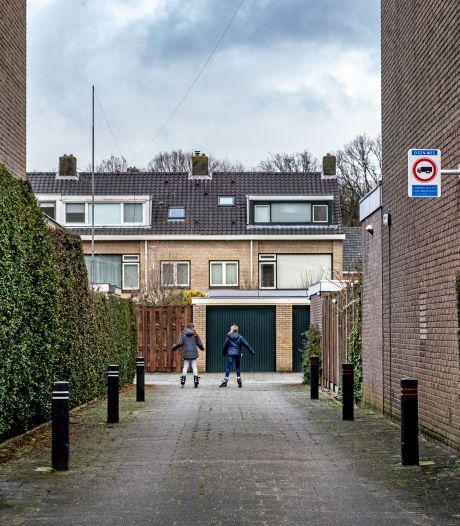 De Rijdende Rechter in Brakkenstein: bewoners vechten ruzie om paaltjes in een steeg uit in de rechtszaal