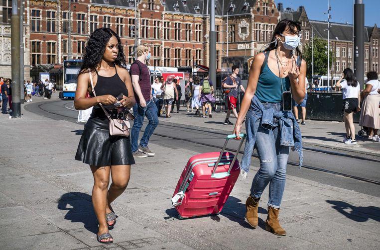 Toeristen bij het Centraal Station. Beeld ANP