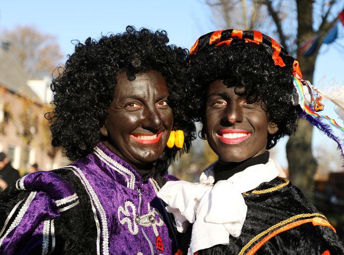 Stefan (rechts) vindt het heftig dat zijn foto de wereld over gaat voor een discussie over Zwarte Piet.