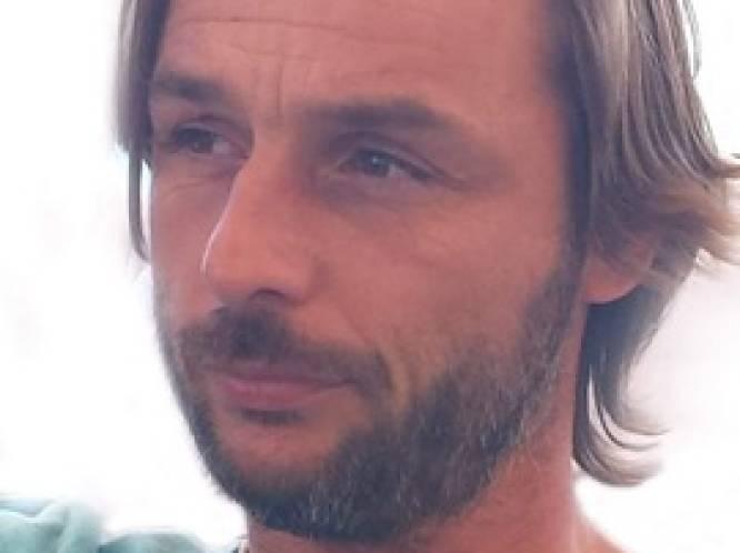 """Avondje padel eindigt in drama. Nico (45) sterft op E40, zoon (19) wordt uit wrak gered: """"Die jongen zag zijn vader naast zich sterven"""""""